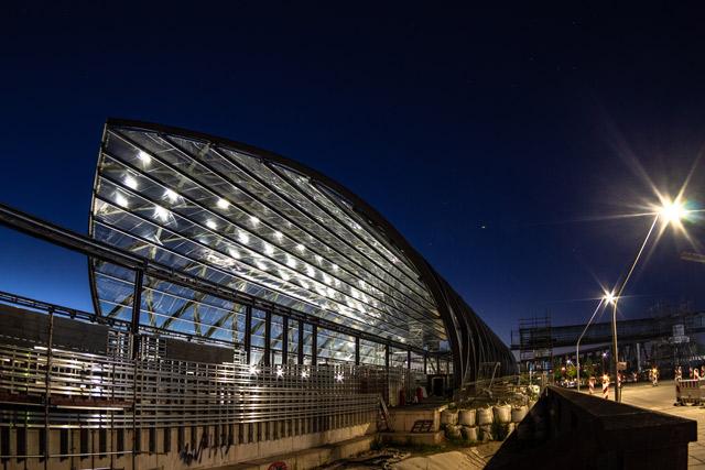 die-baustelle-der-neuen-u-bahn-station-zwischen-hafencity-und-elbbruecken