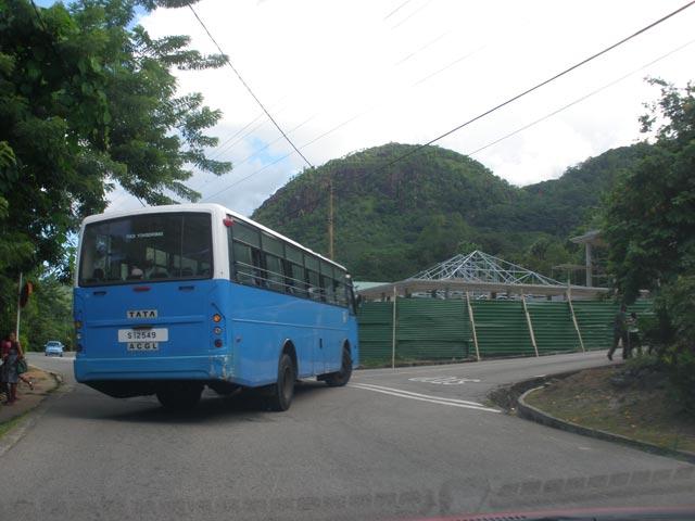 eine-busverbindung-auf-mahe
