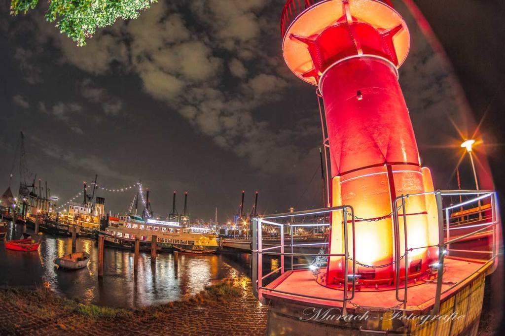 leuchtturm-beleuchtet