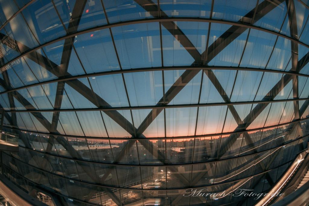 blick-durch-die-glasfassade