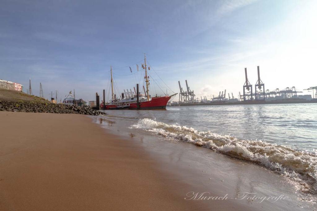 feuerschiff-elbe-3-am-elbstrand