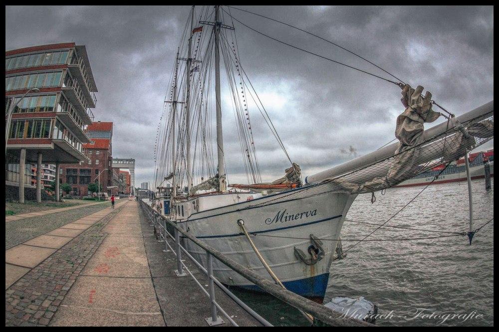 ein-segelschiff-am-kai-bei-dockland-murach-fotografie