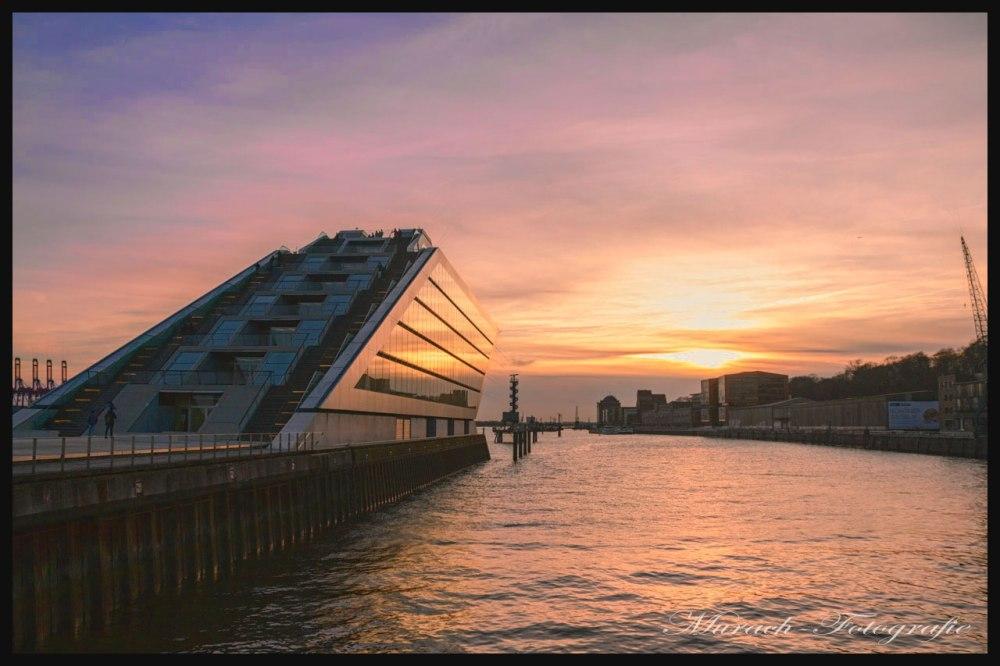 sonnenuntergang-mit-blich-auf-das-cruise-center-murach-fotografie