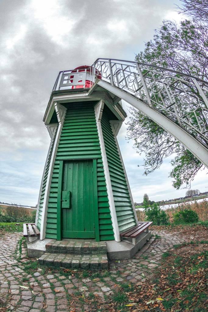 nahaufnahme-vom-gruenen-leuchtturm