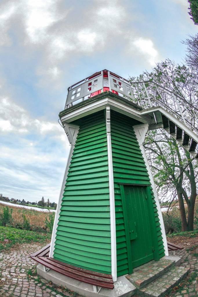 gruener-leuchtturm