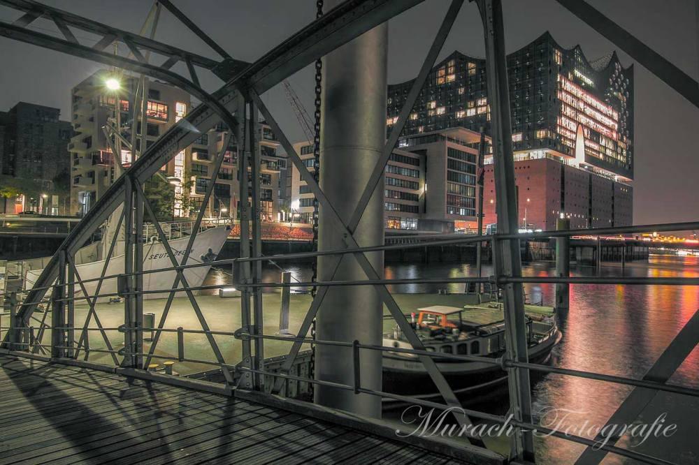 blick-von-bruecke-in-hafencity-auf-elbphilharmonie-murach-fotografie