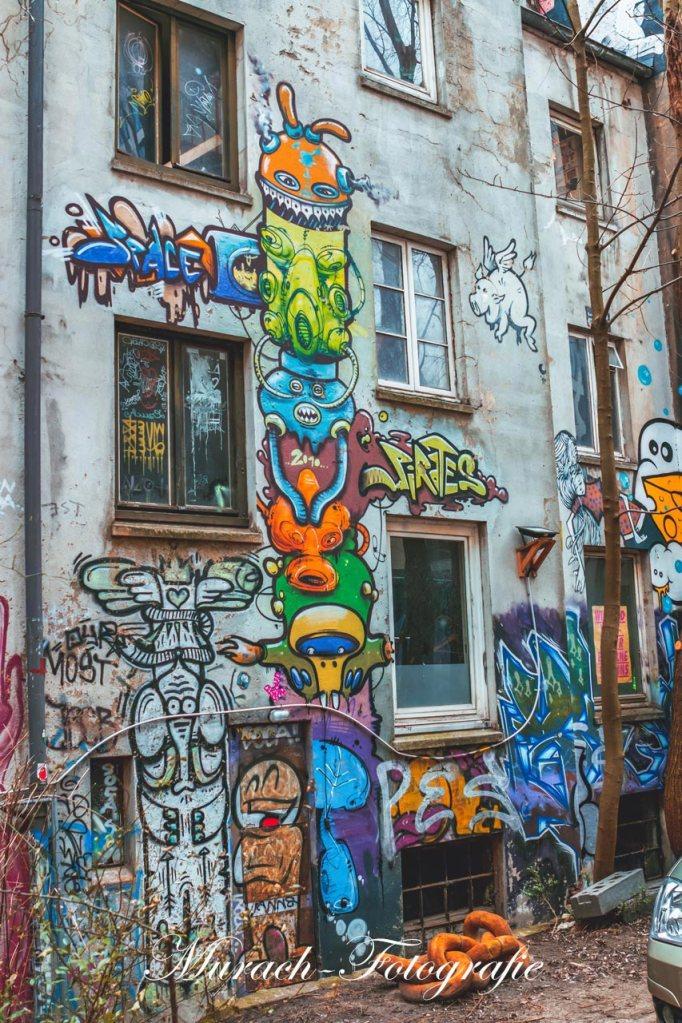 alien-graffitis-an-einer-fassade-murach-fotografie
