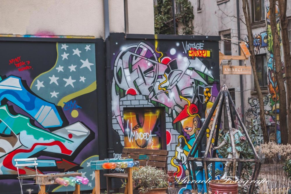 bunte-graffitis-im-innenhof-murach-fotografie