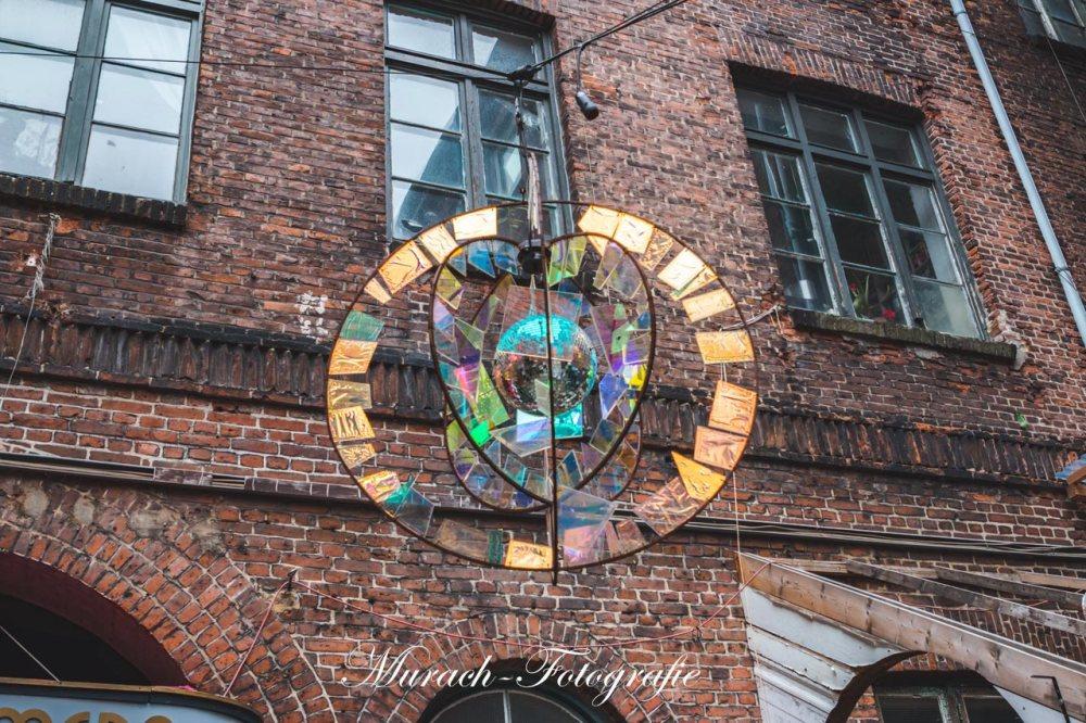 kunstvolle-installationen-im-innenhof-murach-fotografie