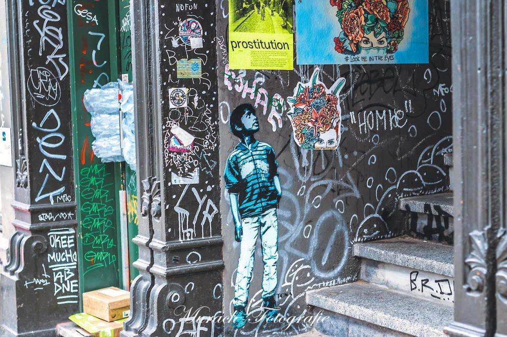 tona-graffiti-im-hauseingang-murach-fotografie